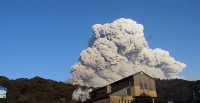 Shinmoedake volcano eruption in Japan on March 1 2018, Ashfall after eruption of Shinmoe volcano in Japan on March 1 2018, japan volcano eruption, eruption Shinmoe volcano in Japan on March 1 2018