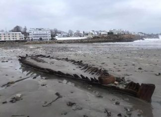 shipwreck storm riley maine, shipwreck noreaster maine march 2018, shipwreck bombogenesis riley march 2018 photo video