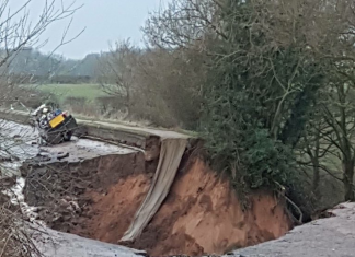 Collapse of the Shropshire Union canal at Middlewich in March 2018, sinkhole drains canal in cheshire uk, water from canal disappears in huge sinkhole pictures and video