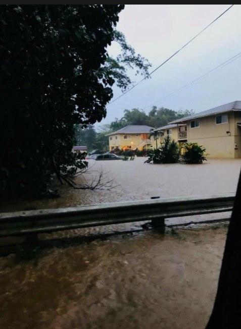 Kauai floods, Kauai hawaii floods pictures and videos, kauai flooding april 2018 video, Kauai island in Hawaii engulfed by catastrophic floods and mudslides in April 2018