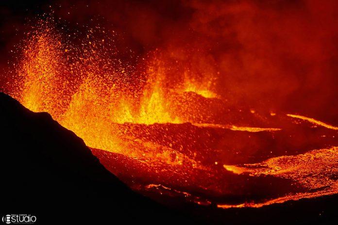 piton de la fournaise eruption april 27 2018, piton de la fournaise eruption april 27 2018 pictures, piton de la fournaise eruption april 27 2018 videos, piton de la fournaise eruption april 28 2018
