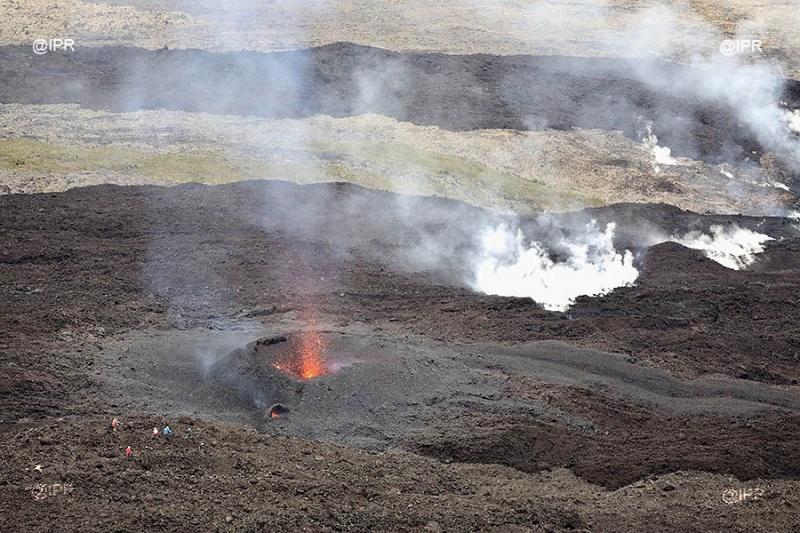 piton de la fournaise eruption, piton de la fournaise eruption april 2018, piton de la fournaise eruption video, piton de la fournaise eruption pictures, piton de la fournaise eruption giant crack, piton de la fournaise eruption giant crack pictures, piton de la fournaise eruption giant crack map, piton de la fournaise eruption giant crack video