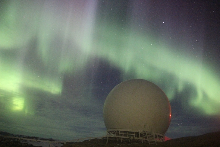 Interplanetary shock wave hits Earth's magnetic field creating red, yellow, green southern lights and blue northern lights Southern-lights-interplanetary-shock-wave-5