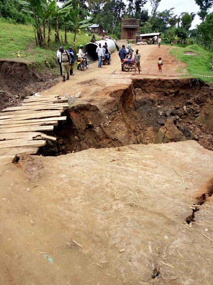 earth cracks uganda, earth cracks uganda may 2018, earth cracks uganda video may 2018, earth cracks uganda pictures may 2018