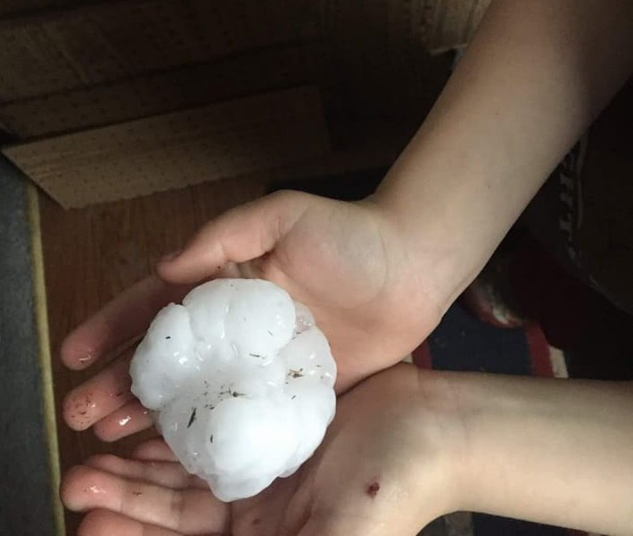 widespread severe thunderstorms in the central U.S., hail kansas nebraska may 2018, Hail, damaging winds and tornadoes kansas iowa nebrask, severe weather nebraska and Kansas may 2018