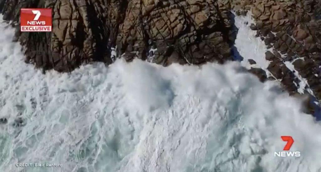 huge ocean swell knocks kids off rocks australia, huge ocean swell knocks kids off rocks australia video, huge ocean swell knocks kids off rocks australia pictures