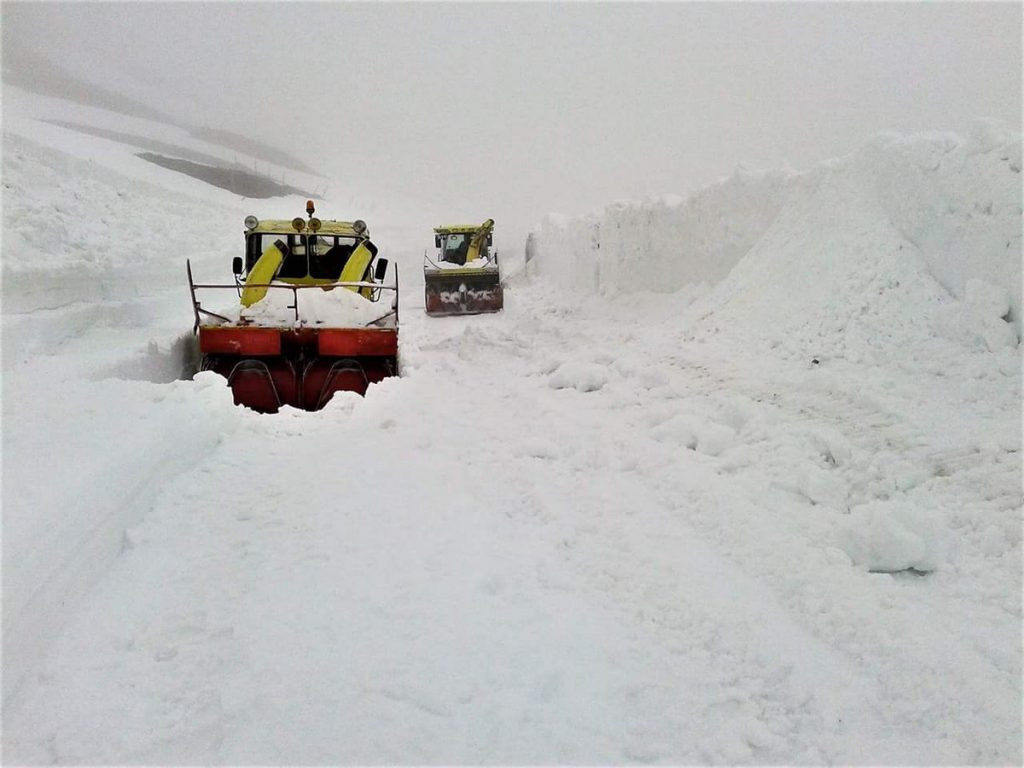 snow french alps, french alsp with more than 15 meters of snow, snow french alps may 2018, huge snow accumulation french alps may 2018