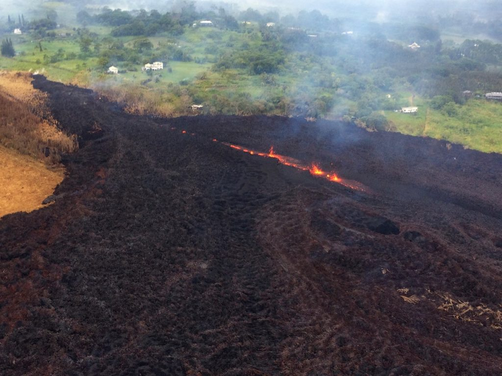 kilauea volcanic eruption cracks, kilauea volcanic eruption cracks may 18 2018, new fissure kilaue volcanic eruption may 18 2018, kilauea update may 18 2018