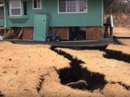 massive cracks swallows house hawaii eruption, massive cracks swallows house hawaii eruption video, massive cracks swallows house hawaii eruption pictures, massive cracks swallows house hawaii eruption may 2018