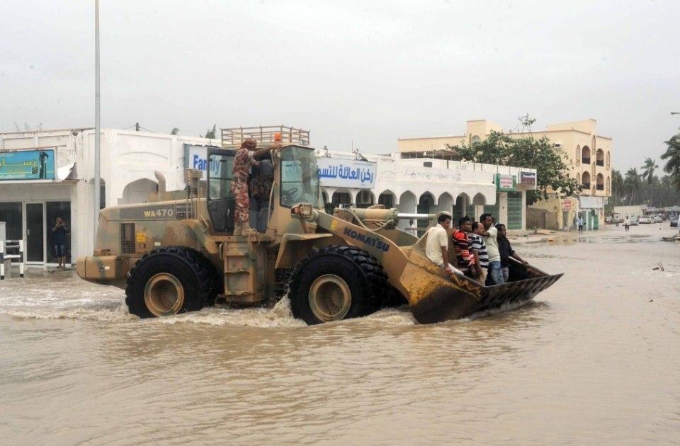 mekunu oman cyclone landfall may 2018, Mekunu landfall in Oman on May 25 and May 26 2018, mekunu oman historic cyclone landfall, mekunu oman historic cyclone may 2018, mekunu oman may 2018 pictures, mekunu oman landfall may 2018 video