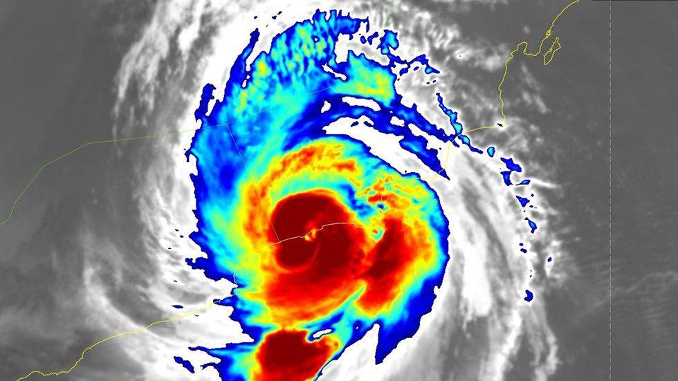 mekunu oman historic cyclone landfall, mekunu oman historic cyclone may 2018, mekunu oman may 2018 pictures, mekunu oman landfall may 2018 video