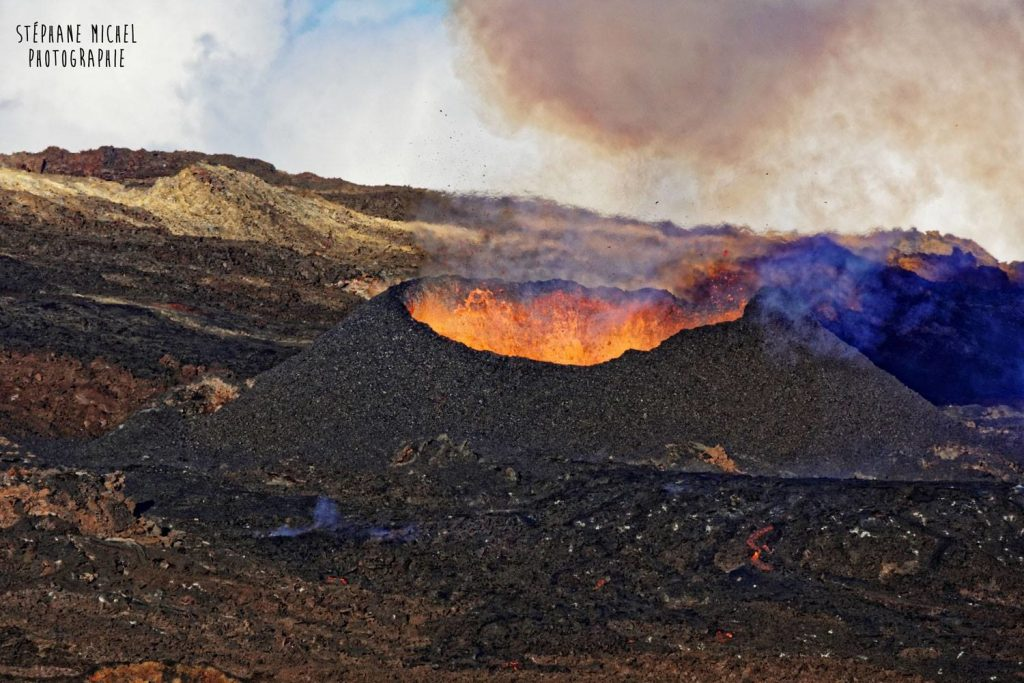 Piton de la fournaise eruption on Reunion island in May 2018, Piton de la fournaise eruption on Reunion island in May 2018 photo, Piton de la fournaise eruption on Reunion island in May 2018 video