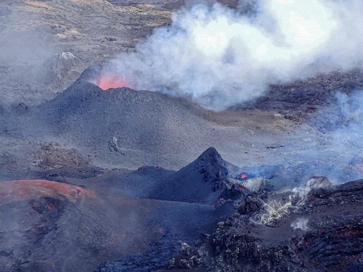 Piton de la fournaise eruption on Reunion island in May 2018, Piton de la fournaise eruption on Reunion island in May 2018 photo, Piton de la fournaise eruption on Reunion island in May 2018 video