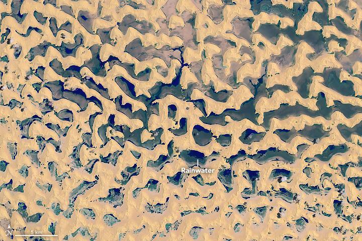 desert full of lakes tropical cyclone oman, lake desert tropical cyclone mekunu, desert full of lakes after Tropical Cyclone Mekunu