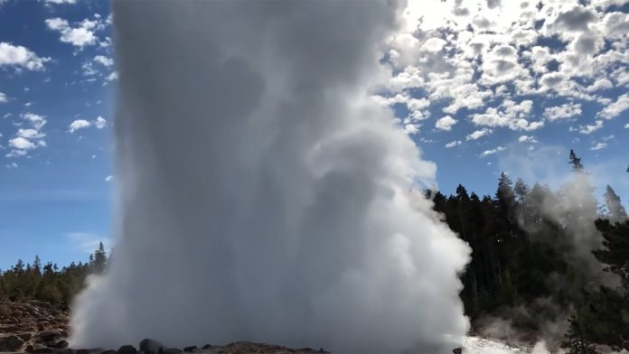 steamboat geyser, steamboat geyser eurptions, steamboat geyser 8 eruptions, steamboat geyser 8th eruption video, steamboat geyser 8 eruptions june 2018