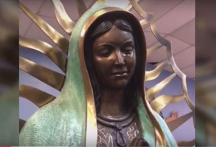 παρθένο άγαλμα της Μαρίας φωνάζει hobbs νέο βίντεο Μεξικό, παρθένο άγαλμα της Μαρίας φωνάζει hobbs νέο βίντεο Μεξικό μπορεί να 2018, παρθένο άγαλμα της Μαρίας φωνάζει hobbs νέο βίντεο Μεξικό Ιουνίου 2018, ένα άγαλμα της Παναγίας εντοπίστηκε φωνάζοντας στην Παναγία του Guadalupe Καθολική Εκκλησία στην πόλη του Hobbs, Νέο Μεξικό