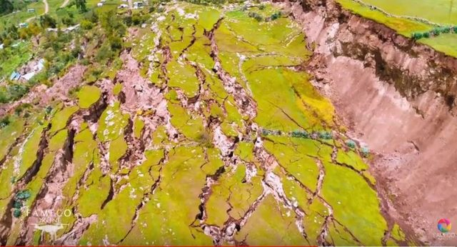 peru village destroyed by giant cracks in the ground, cracks swallow village in peru, peru giant cracks destroys village video