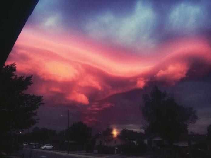 Лента текущих новостей о  происходящих климатических изменениях. Необычные атмосферные явления. Полезные ссылки. - Страница 3 Red-lenticular-clouds-gallup-new-mexico-4-696x522