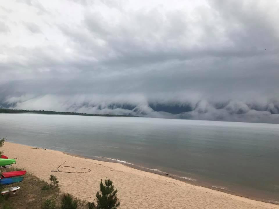 terrifying shelf cloud michigan, terrifying shelf cloud michigan pictures, terrifying shelf cloud michigan video, terrifying shelf cloud michigan july 2018