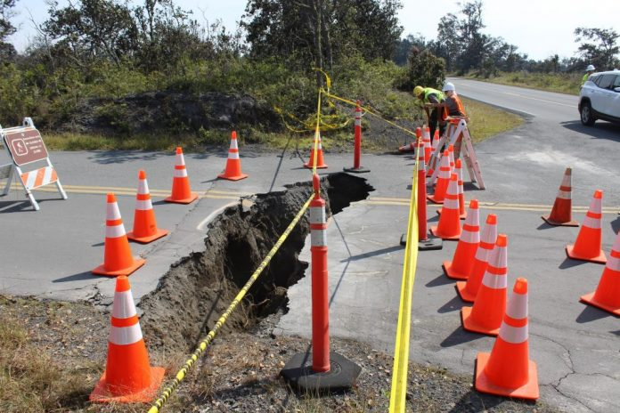 sinkholes and cracks hawaii volcano park, sinkholes and cracks hawaii volcano park pictures, sinkholes and cracks hawaii volcano park video, sinkholes and cracks hawaii volcano park august 2018