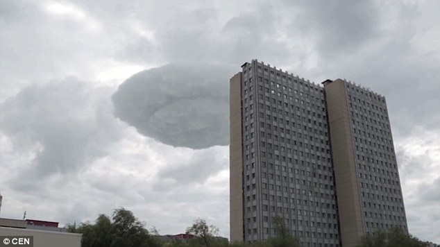 UFO-shaped cloud drifts over Moscow