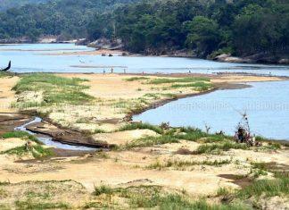 giant crack rivers wells dry up kerala, giant cracks empty rivers and wells in Kerala, giant cracks empty rivers and wells in Kerala india