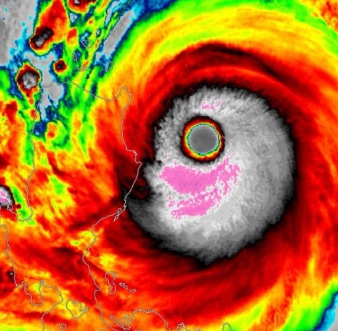 Meanwhile Super Typhoon Mangkhut hits the Philippines with power of 500,000 Hiroshima bombs Mangkhut-super-typhoon-september-2018-1