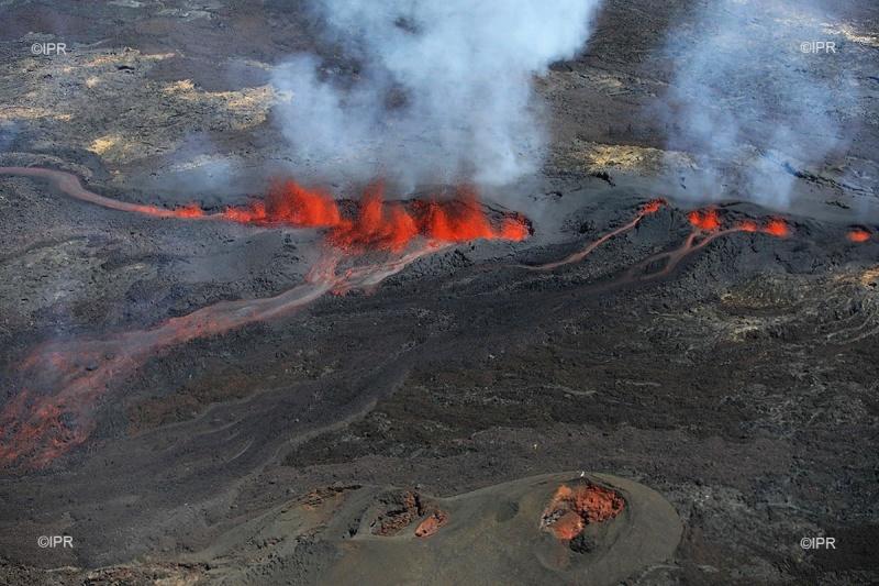 Volcanic eruptions worldwide Piton-de-la-fournaise-eruption-september-2018-1