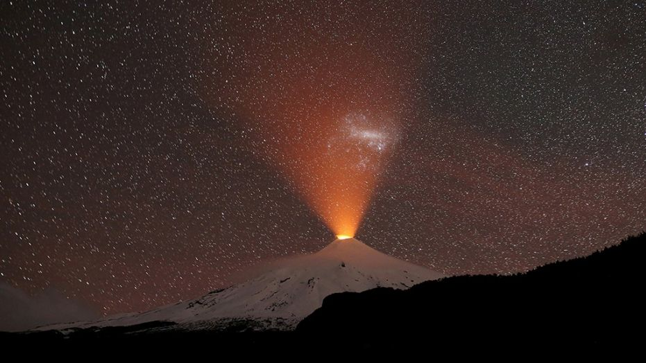 This amazing picture shows the Villarrica volcano in Chile lighting up a snowy sky Villarica-volcano-chile-september-2018-eruption-glow