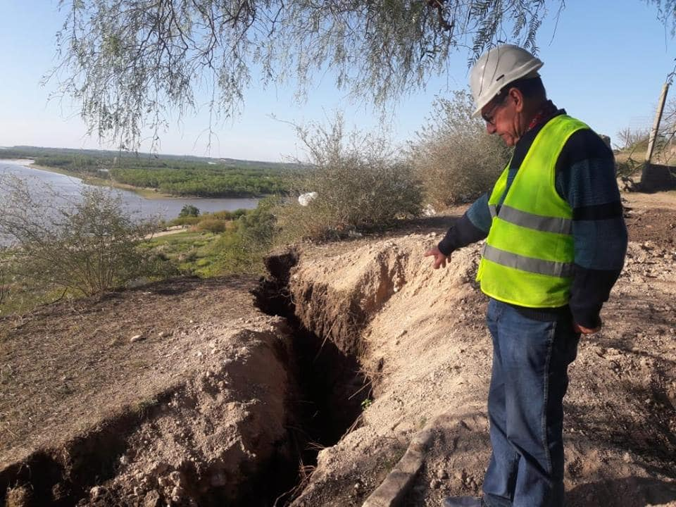 Earth wide open: Giant crack opens up in Diamante, Argentina Giant-crack-argentina-diamante-2