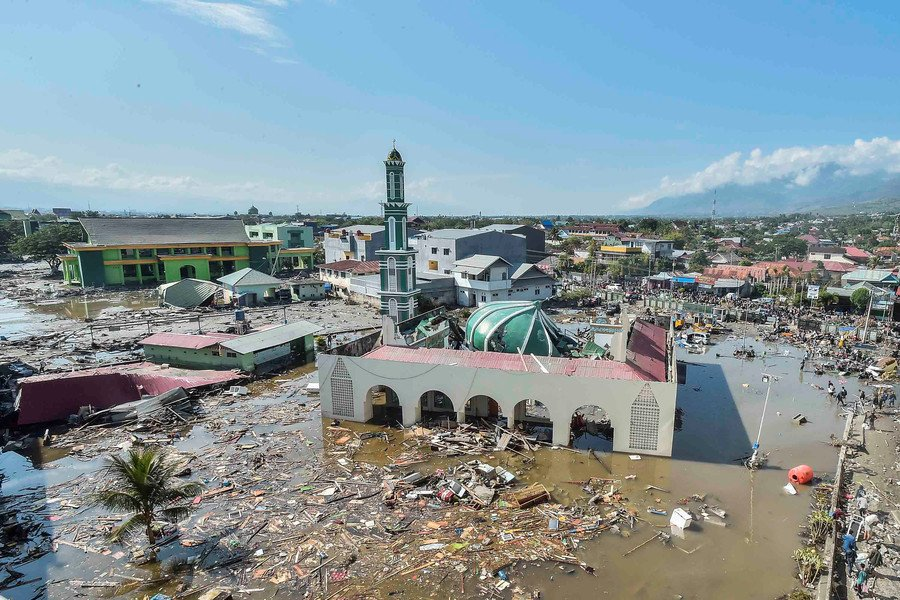 Palu Indonesia earthquake and tsunami: Mass grave is dug for more than a THOUSAND victims of Indonesian earthquake and 20ft tsunami