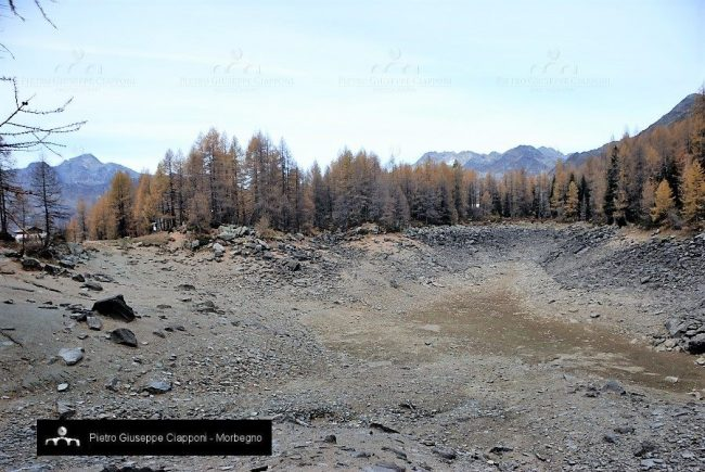 Alpine lake mysteriously disappears in Italy Lake-disappears-italy-alps-2