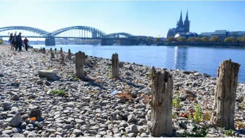 rhine river dry, rhine river dries up due to hot summer, The Rhine river is at record low level, The Rhine river is at record low level pictures, The Rhine river is at record low level video, The Rhine river is at record low level october 2018