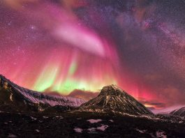sky turns red svalbard, sky turns red arctic, red aurora arctic, red northern lights svalbard