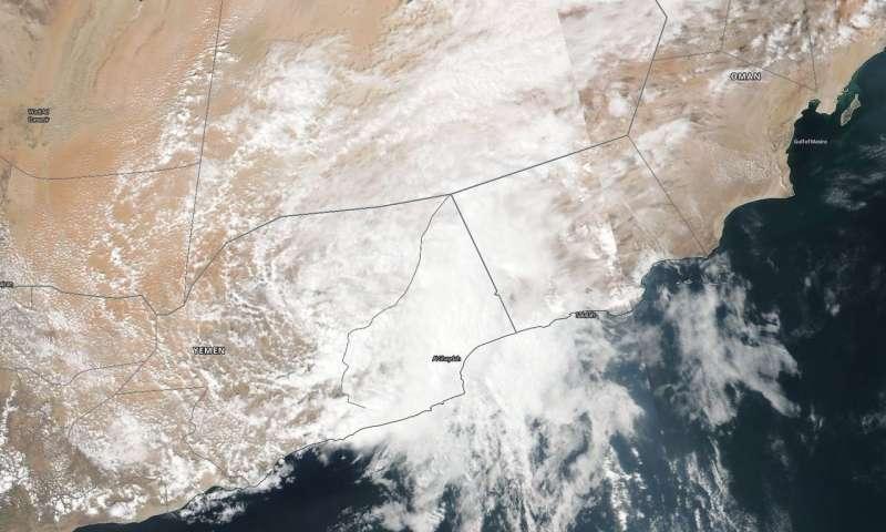 Tropical Cyclone Luban yemen oman, Tropical Cyclone Luban videos, Tropical Cyclone Luban desert flooding oman yemen
