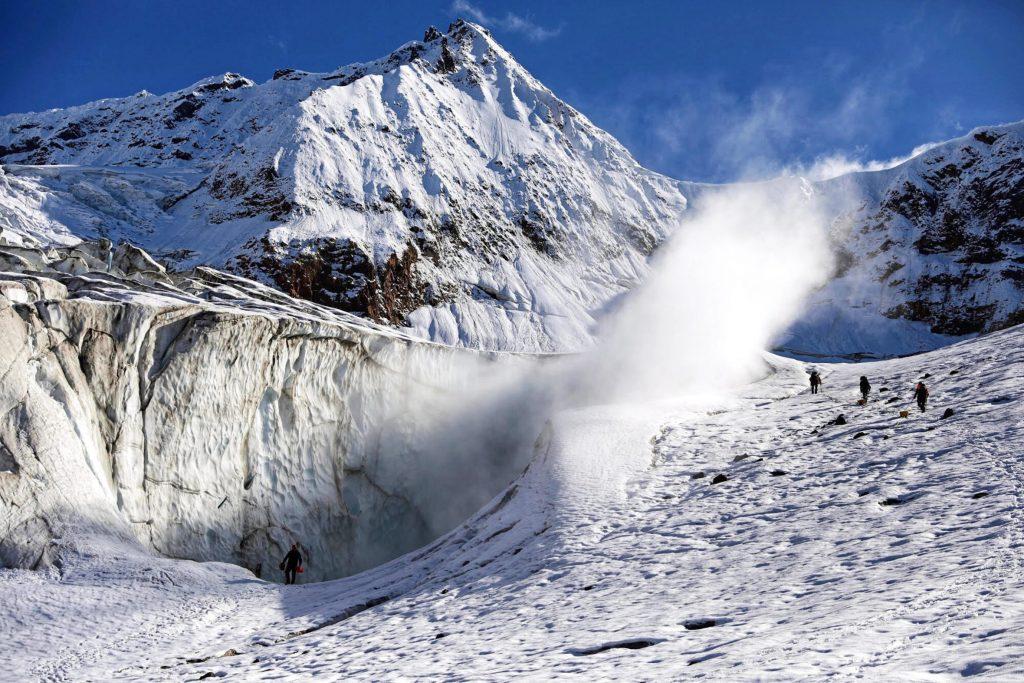 Mount Meager volcano eruption risks british columbia, Mount Meager volcano eruption risks british columbia video, climate change increase risks of volcanic eruption, mount meader volcanic eruption