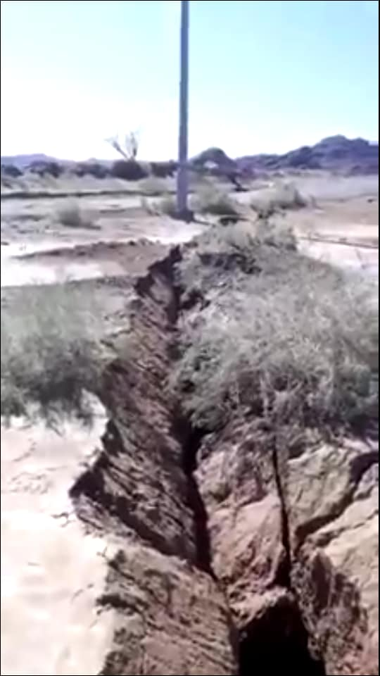 giant cracks arabian desert middle east, giant cracks arabian desert middle east pictures, giant cracks arabian desert middle east video
