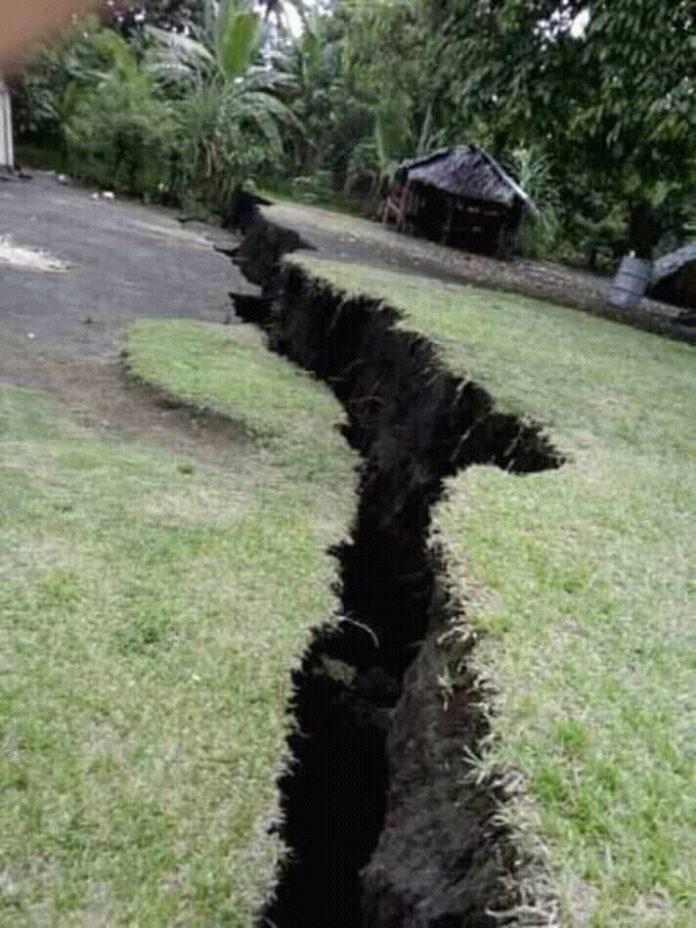 ambrym cracks eruption earthquake vanuatu, ambrym cracks eruption earthquake vanuatu video, ambrym volcano eruption video, ambrym crack earthquake december 2018