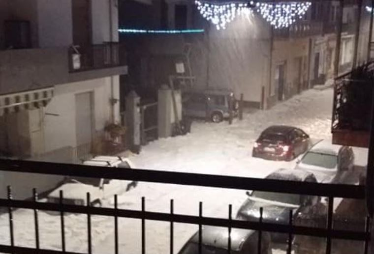 Severe weather hits Sicily, Italy: Violent storm drops 50cm (20 inches) of hail in Messina Hailstorm-sicily-8