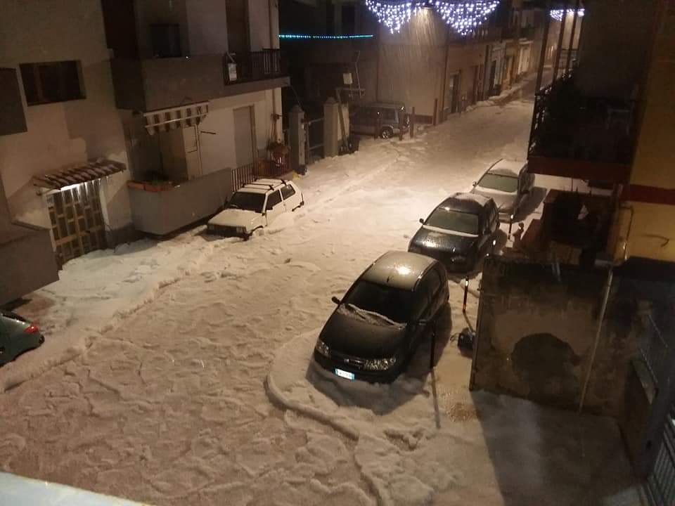 Severe weather hits Sicily, Italy: Violent storm drops 50cm (20 inches) of hail in Messina Hailstorm-sicily.-1