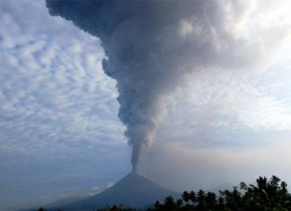 Eruption of Soputan volcani in Indonesia, soputan volcano eruption december 2018