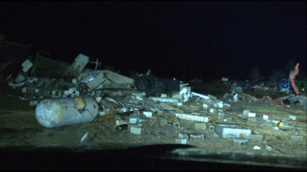Tornadoes Spawned From Strong Thunderstorms in Plains Leave 1 Dead in Missouri, Extensive Damage in Oklahoma, tornado thunderstorms plains video