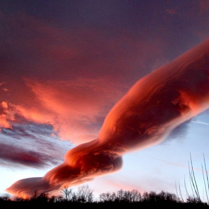catalonia lenticular clouds, catalonia lenticular clouds pictures, catalonia lenticular clouds video