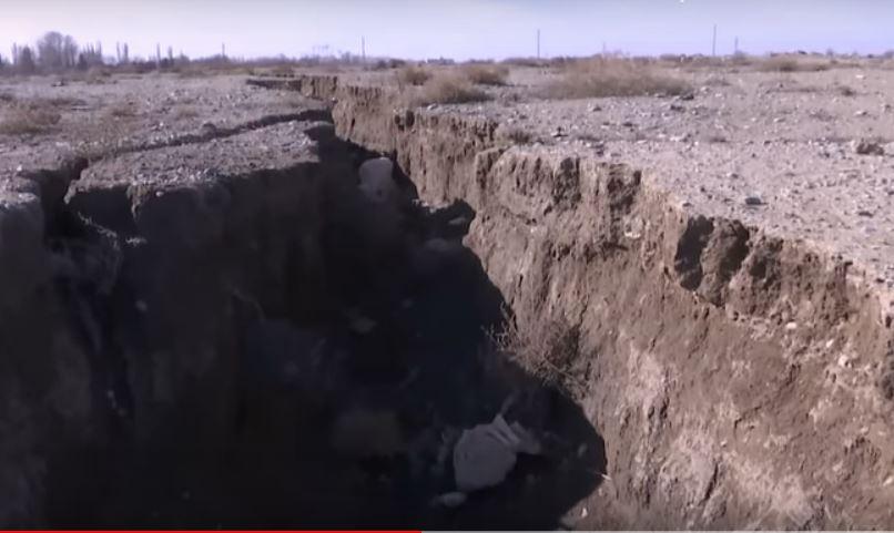iran sinkholes, iran sinkholes cracks, iran cracks apart