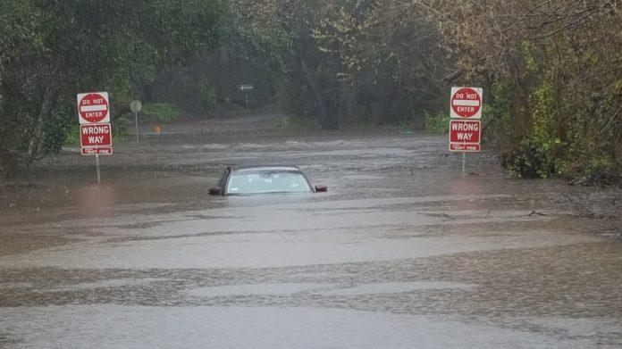 California winter storm Nadia, california storm floods mudslide picture, california storm floods mudslide video