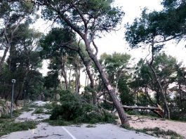 hurricane croatia feb 2019, wind croatia hurricane, Hurricane-wind storm hits Croatia on February 22 2019, croatia wind storm bura, Hurricane-wind storm hits Croatia on February 22 2019 video, Hurricane-wind storm hits Croatia on February 22 2019 pictures