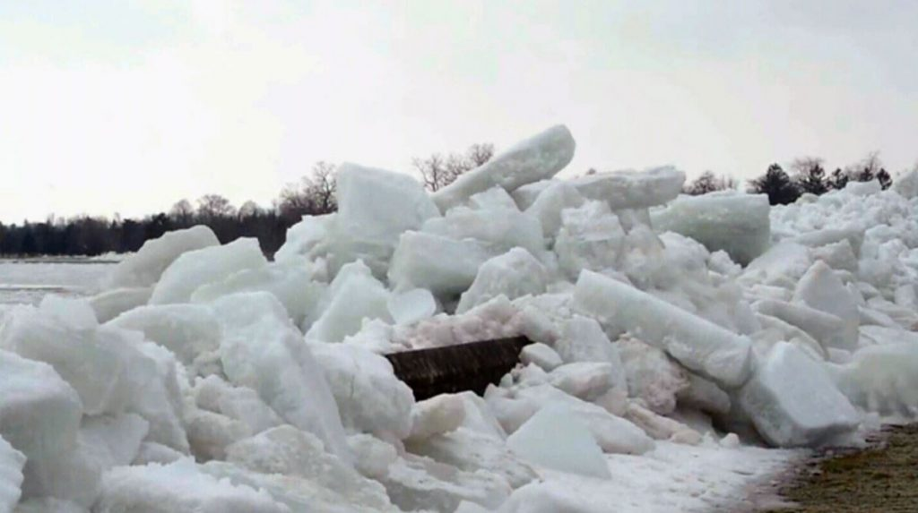 Ice Tsunamis - Never seen ANYTHING like it! Ice-tsunami-niagara-parks-1024x573