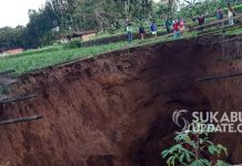 indonesia giant sinkhole, indonesia giant sinkhole video, indonesia giant sinkhole pictures