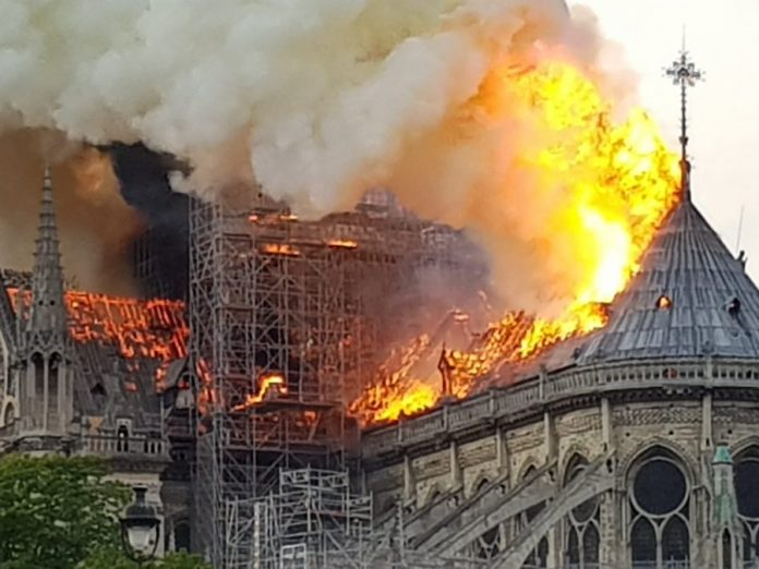 notre dame paris fire, notre dame paris fire video, notre dame paris fire pictures
