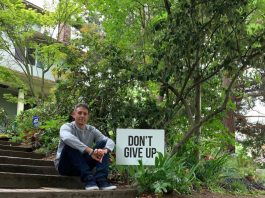 Dad posts 'Don't Give Up' signs around Seattle to lower suicide rates, positive news